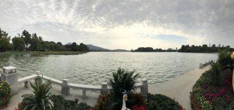 江苏远洋新世纪和通海航运举办员工环湖健步走活动